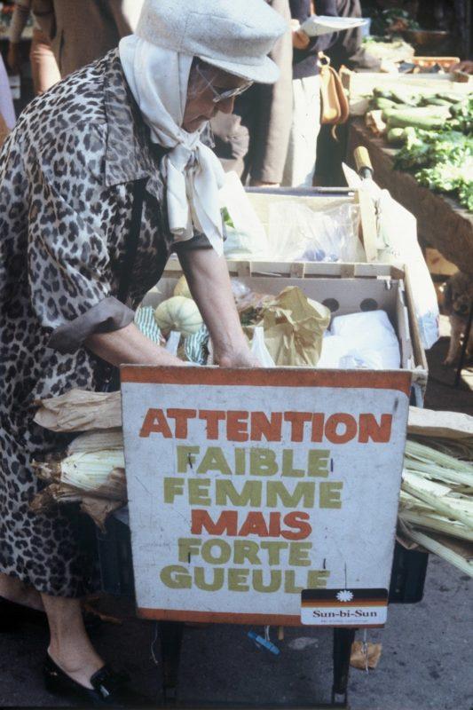 Photo de la mère Léa Bidaut au marché