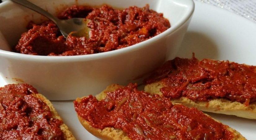 Sardella, ou caviar calabrais sur des toasts